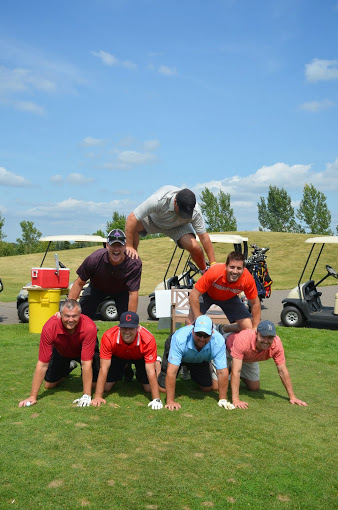 A group of 7 golfers